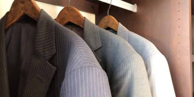 3着のスーツ