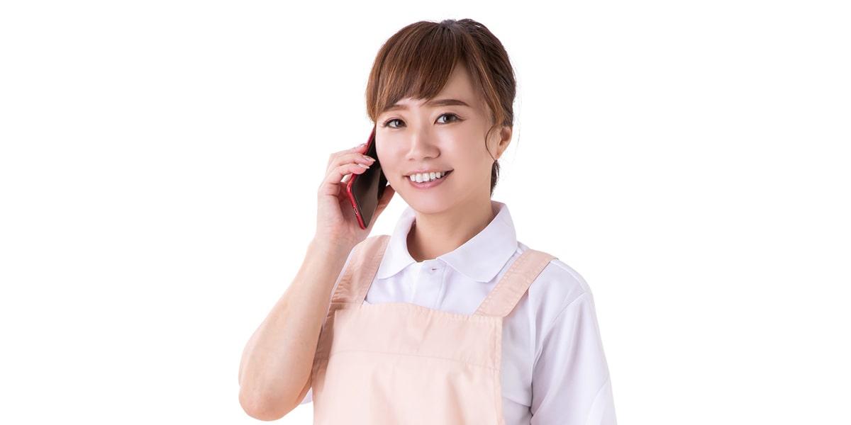 電話をしている主婦